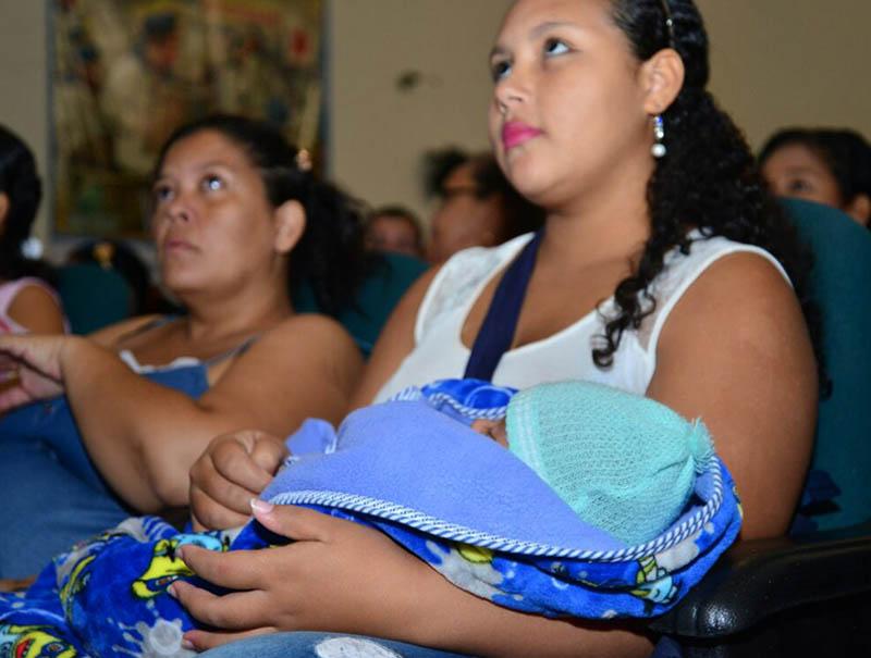 Invitan a poner en práctica la lactancia materna
